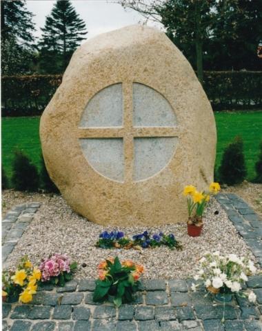Kirkeudsmykning ved Glamsbjerg kirke, 2001