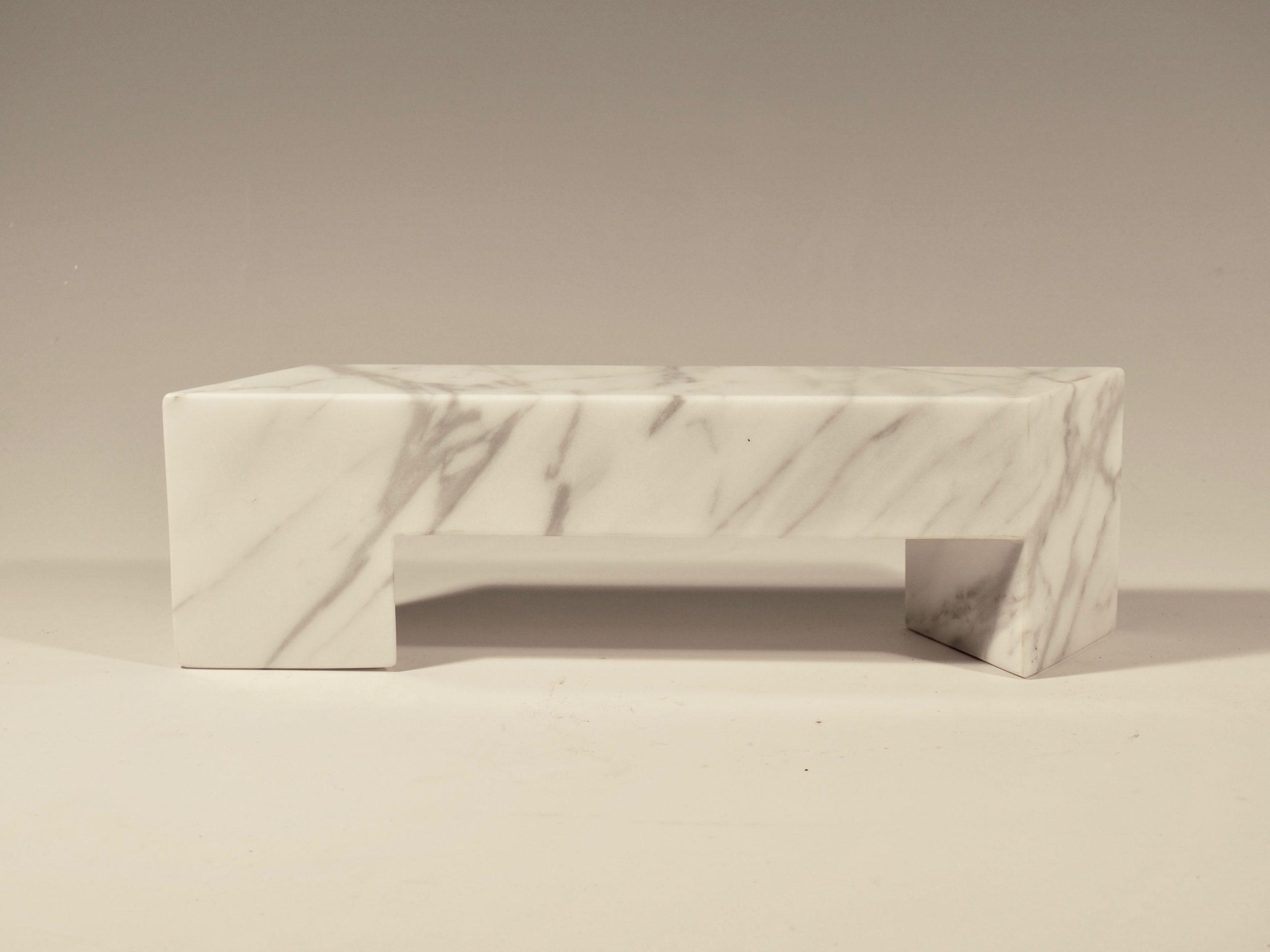 Model af bænk, Marmor, 10x33.5x7, Pris 7.000 Kr.