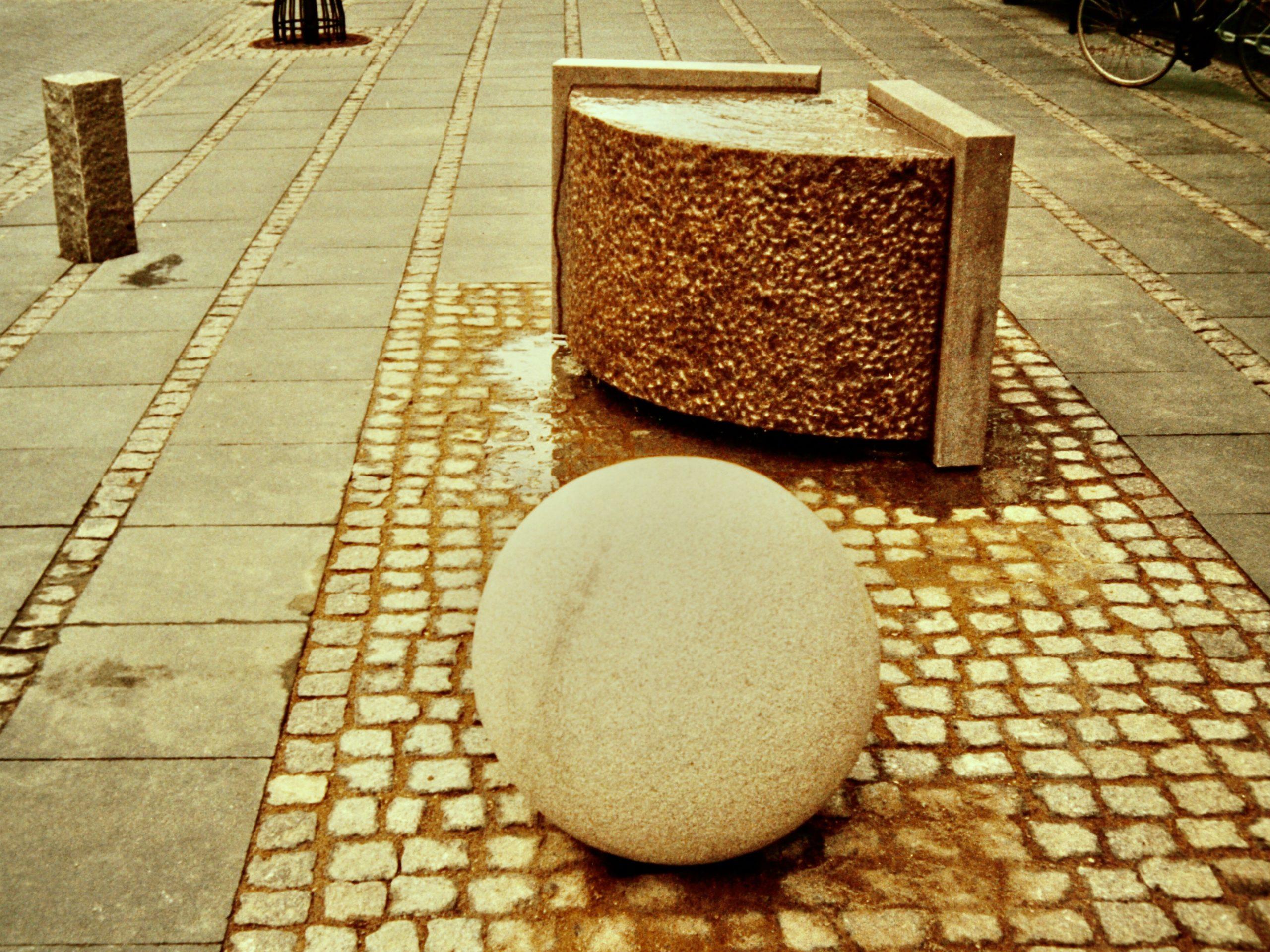 Bogen og bolden. Storegade, Sorø. 1997